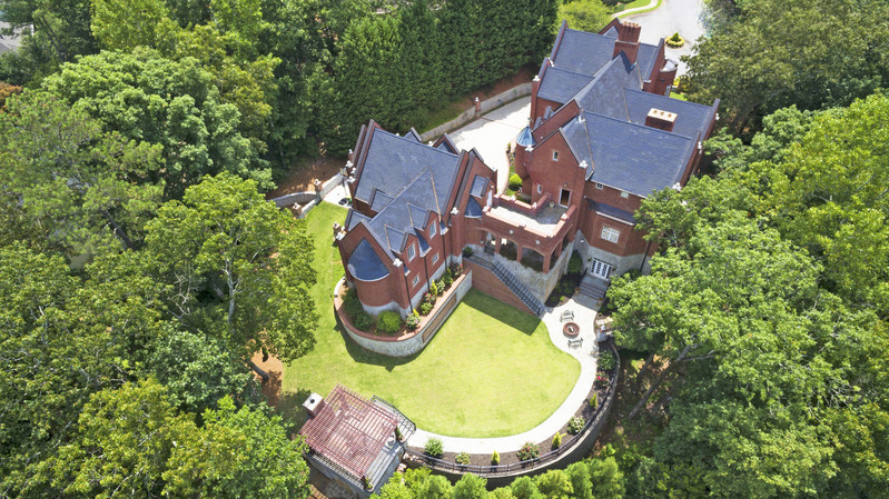 Inspired by centuries-old castles and manors throughout Europe, this luxurious home will be sold at a live auction on September 9, 2017. The property is located in Marietta, Georgia, within the upscale East Cobb area (just 25 minutes from Atlanta). Luxury real estate auction house Platinum Luxury Auctions is managing the sale in cooperation with Coldwell Banker Residential Brokerage in Buckhead, Georgia. Learn more at GeorgiaLuxuryAuction.com.
