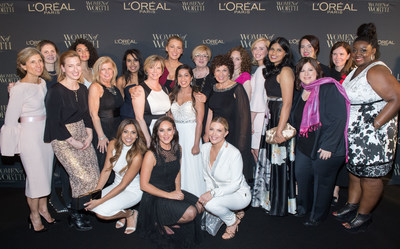 Actress Blake Lively poses with 10 inspiring honourees and Canadian media personalities at the 2017 Inaugural Women of Worth Gala in Toronto. L'Oréal Paris' Women of Worth philanthropic program, now moving into its second year, celebrates 10 extraordinary Canadian volunteers by awarding a total of $110,000 in financial grants to their organizations. (CNW Group/L'Oreal Paris)