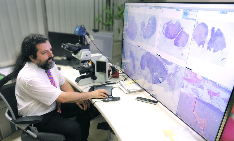 For tissue diagnostics, Dr. Afschin Soleiman uses a 65 inch monitor with Philips' digital pathology solution.