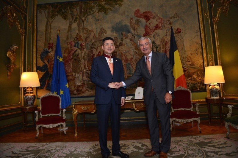 CEO of HNA Group Adam Tan awarded Commander of the Order of the Crown by the Belgian Ministry of Foreign Affairs