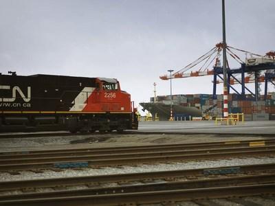 Un train du CN arrivant au terminal à conteneurs Fairview. (Groupe CNW/La Compagnie des chemins de fer nationaux du Canada)