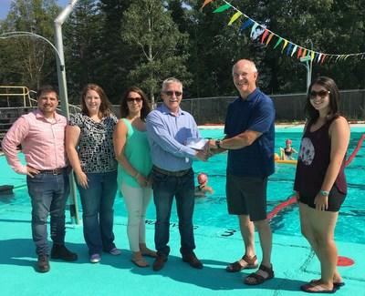 Anaconda Mining's 2017 Swim Program Donation (CNW Group/Anaconda Mining Inc.)