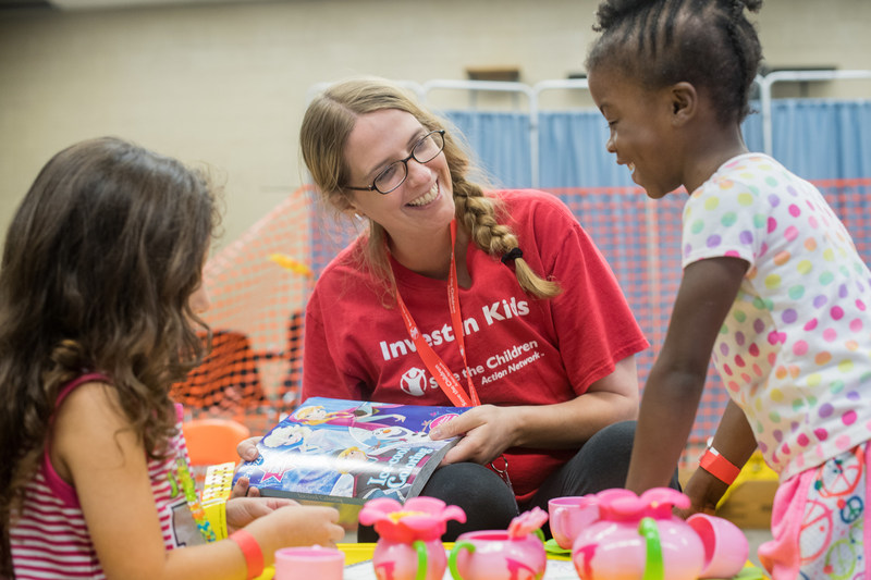 Save the Children staff member Coleen Vivori plays with Brianna*, 4, and Khloe*, 5, at Save the Children's Child-Friendly Space located at Kazen Middle School in San Antonio, Texas, where hundreds of displaced families, including many with infants and toddlers, are seeking refuge in the wake of Hurricane Harvey. Save the Children's emergency response team is on the ground in Texas, working to meet children and families' immediate needs as Hurricane Harvey blasts inland from the Texas coastline.