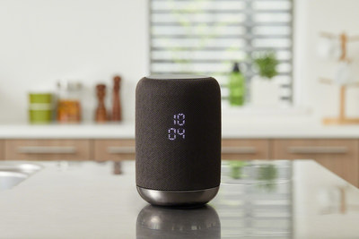 The LF-S50G is a wireless speaker that can be used smartly in the kitchen with handy clock functionality and is IPX3 splash-proof design with a water repellant surface.