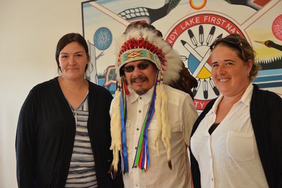 (Left to Right) Romaine McKay, Employment Assistance Caseworker, Sandy Lake First Nation, Chief Bart Meekis and Jennifer Derouin, Online Learning Recruitment Officer, Contact North | Contact Nord (CNW Group/Contact North)