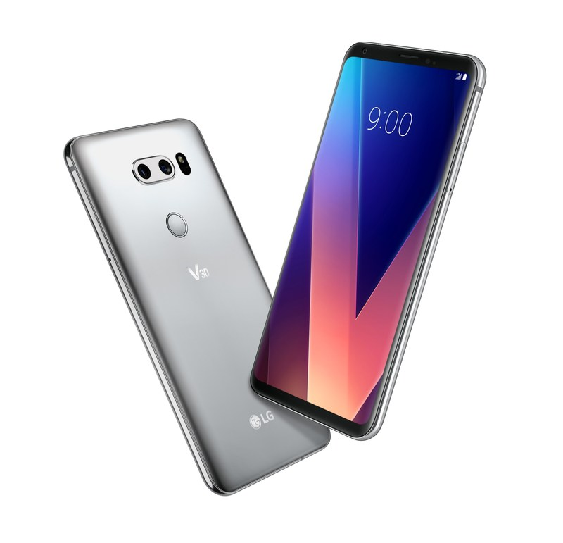 The V30 features many industry innovations – the first F1.6 aperture camera lens, the first glass Crystal Clear Lens, the first OLED FullVision display, Cine Video mode for producing movie-quality videos, premium sound with advanced Hi-Fi Quad DAC and Voice Recognition. (CNW Group/LG Electronics Canada)