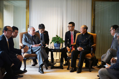 Presidente brasileiro Temer em conversas com Chen Feng, presidente do HNA. (PRNewsfoto/HNA Infrastructure)