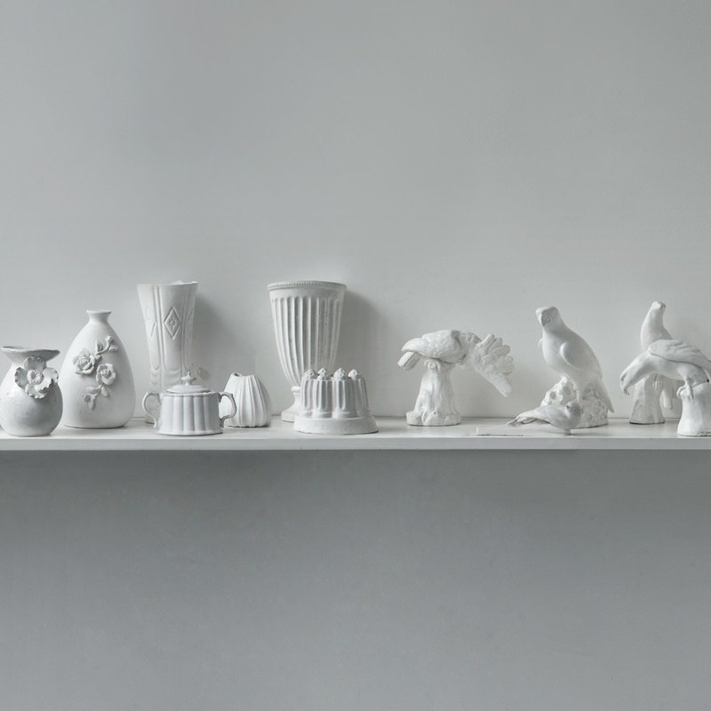 Josefina Guilisasti, Objetos Light, 2014. White silicon sculptures and video loop. Courtesy of the artist.
