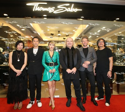 Grand Opening Ceremony of the THOMAS SABO Hong Kong Ocean Terminal Flagship Store. From left to right: Ms Canis Lee (Assistant Director & General Manager, Harbour City Estates Limited), Mr Fredrick Li (Managing Director, D-mop Ltd), Ms Lee Chae Lin, CL (Korean singer/celebrity), Mr Thomas Sabo (Company founder and Chairman, THOMAS SABO), Mr Lars Schmidt (Sales Director Asia Pacific, THOMAS SABO), Mr Sunny Wong (Director, D-mop Ltd) (PRNewsfoto/THOMAS SABO GmbH & Co.KG)