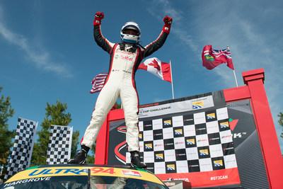 Scott Hargrove (no 9 de Pfaff Motorsports/Castrol) a filé vers la ligne d'arrivée pour remporter sa 10e victoire de la saison qui, plus important encore, l'a consacré Champion 2017 en Coupe Platine. (Groupe CNW/Automobiles Porsche Canada)