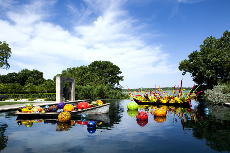 Dale Chihuly, Float Boat and Carnival Boat, 2012 Dallas Arboretum and Botanical Garden, Copyright ©Chihuly Studio