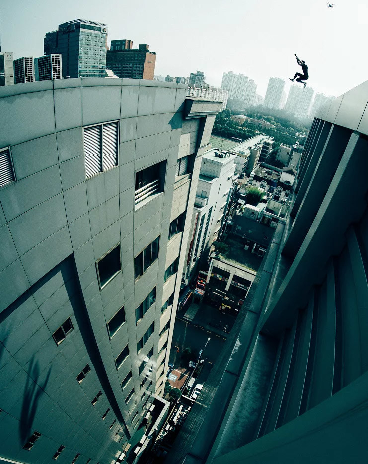Top UK parkour team releases 'ROOF CULTURE ASIA' documentary focusing on leaps between skyscrapers (PRNewsfoto/Storrer Parkour)