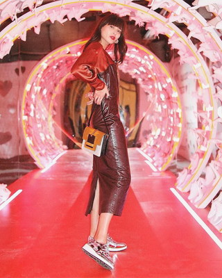Natalie Lim Suarez (@natalieoffduty) inside Aldo's LOVE WALK room at 29Room