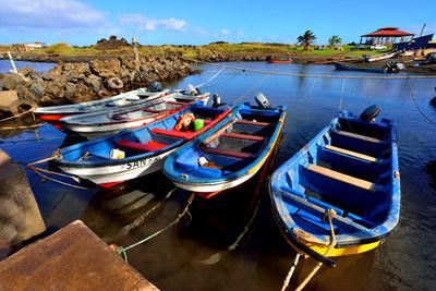 Pescadores en Rapa Nui (Isla de Pascua) que realizan pesca tradicional, usan pequeños botes como los que muestra la imagen. Credit: Eduardo Sorensen/The Pew Charitable Trusts (PRNewsfoto/Pew Bertarelli Ocean Legacy Cam)