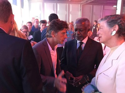 The Hague,  September 11, 2017 -  In the presence of former UN-Secretary-General Kofi Annan and Dutch minister Melanie Schultz of Infrastructure & the Environment, Micreos' alternative to antibiotics was chosen as the most impactful innovation of The Netherlands. (PRNewsfoto/Micreos)