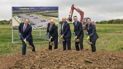 Groundbreaking Goodyear Mercury Production (Luxembourg). Right to left: Dan Biancalana, Richard J. Kramer, Etienne Schneider, Chris Delaney, Carlos Cipollitti (PRNewsfoto/Goodyear)