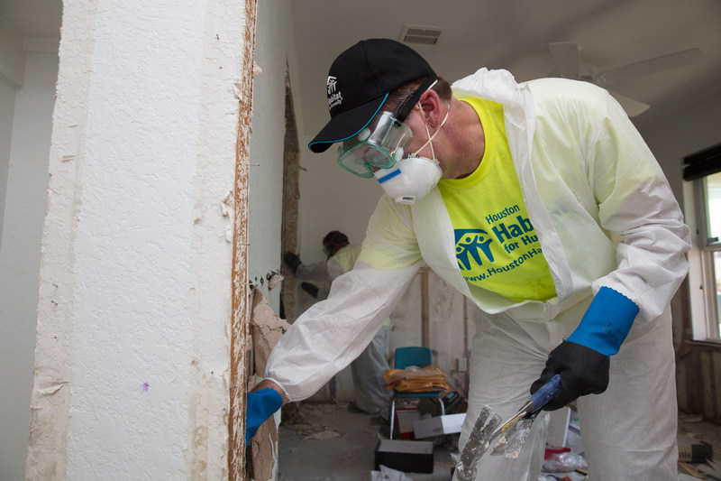 Habitat for Humanity International CEO works in a Northeast Houston home that was flooded during Hurricane Harvey. Additional photos of today's clean-up work in Houston are available here: https://www.dropbox.com/sh/dx1fnl00z4okipu/AACz5o9K9-r280gR6Kltll47a?dl=0. Photos may be credited to Habitat for Humanity International.