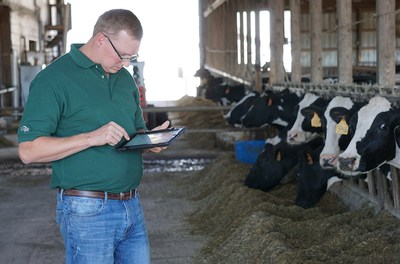 The Dairy Enteligen™ data collection, management and analysis platform combines this disparate information from multiple software programs into one comprehensive system, allowing Cargill advisors and customers to make precise decisions on feed and farm management practices.