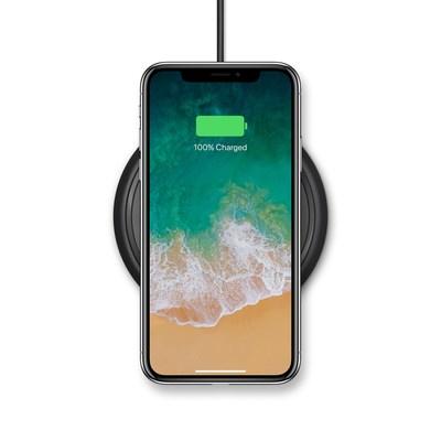 A base para carregamento sem fio da mophie fornece uma experiência de carregamento fácil e rápida para iPhone 8, iPhone 8 Plus e iPhone X. (PRNewsfoto/mophie)