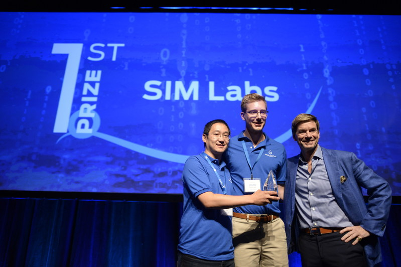 2017 AquaHacking Summit Challenge Winners, SIM Labs, are congratulated by Philippe III de Gaspé Beaubien, President & CEO of the de Gaspé Beaubien Foundation. (Courtesy: Andrew Lahodynskyj   Laho Photo Inc) (CNW Group/de Gaspé Beaubien Foundation)