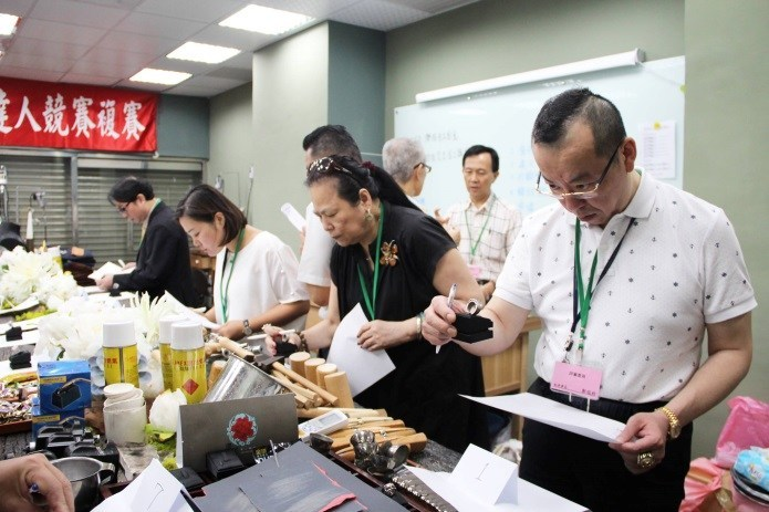 Judges examining the submissions of 3rd annual Taiwan Goldsmith's Craft Competition