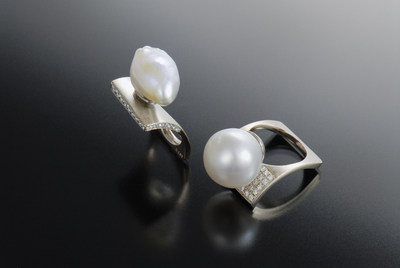 Designed by Hiroko Saito using simple and unique contours to enhance the beauty and elegance of South Sea Pearls.