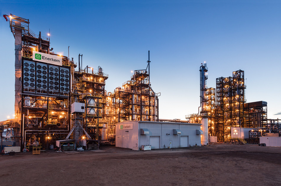 A picture of Enerkem's state-of-the-art Edmonton biofuels facility, the world's first commercial-scale plant to produce cellulosic ethanol made from non-recyclable, non-compostable mixed municipal solid waste. (CNW Group/Enerkem Inc.)