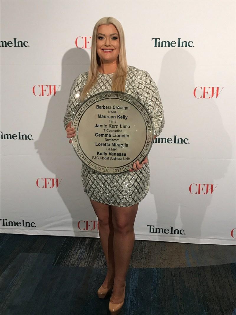 Jamie Kern Lima, IT Cosmetics Co-Founder and CEO, Wins CEW Achiever Award (PRNewsfoto/IT Cosmetics)