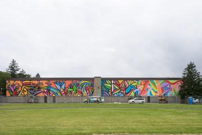Murale d''une longueur de 60 mètres réalisée sur le mur de l'école Lester B. Pearson par l''artiste chilien de renommé internationale Alejandro « Mono » Gonzalez avec la collaboration de MU, de l'AAVNM, de la Soverdi et de la Banque TD. (Groupe CNW/Arrondissement de Montréal-Nord (Ville de Montréal))