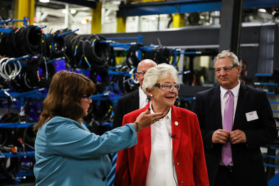 Governor Ivey Tours New Flyer of America Alabama Facility: Mary Litke, Plant Manager, Anniston, New Flyer of America, Wayne Joseph, President, New Flyer of America, Governor Kay Ivey, State of Alabama, Paul Soubry, Chief Executive Officer, New Flyer of America (CNW Group/New Flyer Industries Inc.)