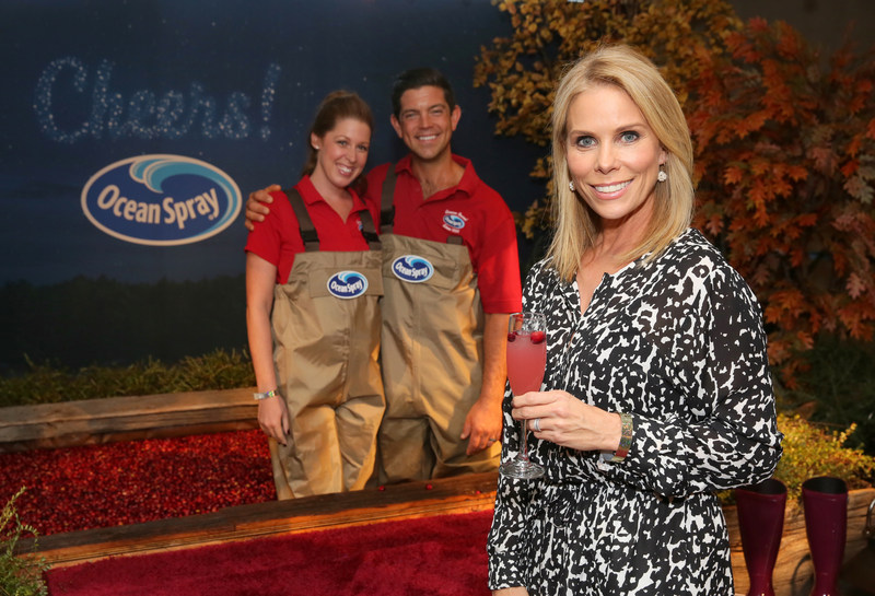 Ocean Spray Farmer-Owners Lauren and Clinton May can't curb their enthusiasm for Cheryl Hines. The starlet stopped by Ocean Spray's Star Bar at the Kari Feinstein Lounge Thursday Sept. 14 in Los Angeles to celebrate the start of awards season.