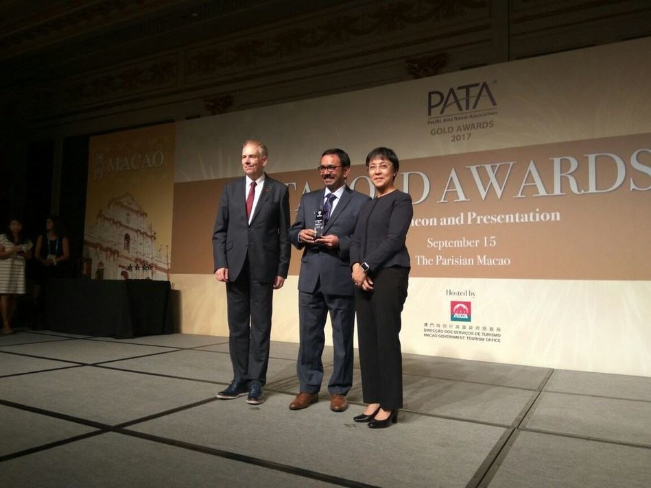 Dr Mario Hardy, Chief Executive officer, Pacific Asia Travel Association (left) and Ms Maria Helena de Senna Fernandes, Macau Government Tourist Office (right) presenting the PATA Gold award to Mr Thomas Thottathil, Vice President, Cox & Kings (centre) for Marketing Media - Social Media SM category at PATA Awards held at Macao SAR on 15th Sep 2017. (PRNewsfoto/Cox & Kings Ltd)