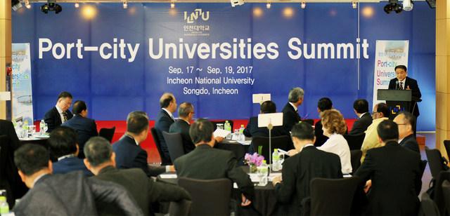Ceremonia inaugural de la 'Cumbre de Universidades de Ciudades Portuarias'