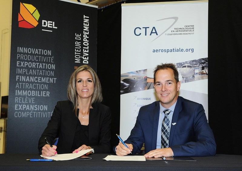 DEL et le CTA ont signé un protocole d'entente pour contribuer au virage 4.0 des entreprises du territoire. De gauche à droite, Julie Ethier, directrice générale, DEL et Pascal Désilets, directeur général, CTA. (Groupe CNW/Del)