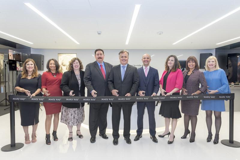 Mary Kay President & CEO David Holl cut the ribbon with Mary Kay executives to officially open the company's newest market, Peru.