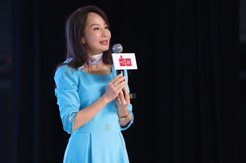 "Ctrip CEO Jane Sun speaks at ""She Loves Tech"" forum"