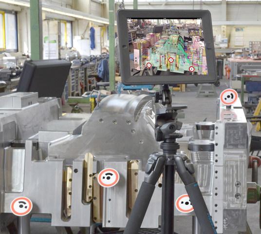 Con la cámara integrada de la Tablet, se puede realizar una sobreposición en tiempo real del objeto en condiciones reales con datos virtuales 3D que incluyen toda la información del proceso y flujo de trabajo.