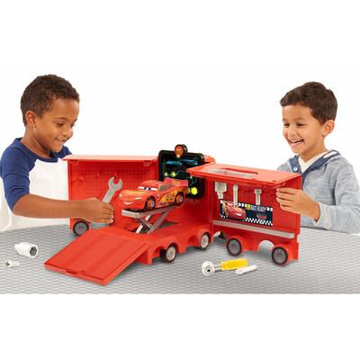 Disney•Pixar's® Cars 3 Mack's Mobile Tool Center