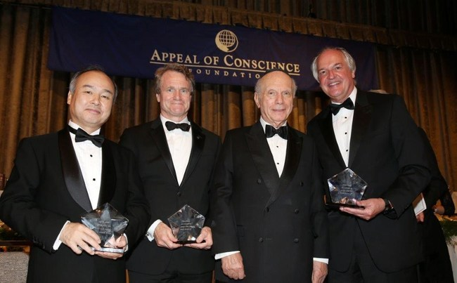 2017 Appeal of Conscience Award Recipients: Rabbi Arthur Schneier (2nd from right), the president and founder of The Appeal of Conscience Foundation, presents the 2017 Appeal of Conscience Awards to Masayoshi Son (far left), Chairman and CEO of SoftBank Group, Brian Moynihan (2nd from left), Chairman and CEO of Bank of America and Paul Polman (far right), Chief Executive Officer of Unilever.