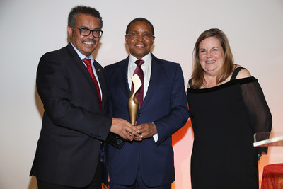 Director General of the World Health Organization, Dr. Tedros Adhanom Ghebreyesus, HE Jakaya Kikwete, former Presdient of Tanzania and Kate Campana, CEO of Speak Up Africa at the 2017 Speak Up Africa Gala Photo Credit: Sylvain Gaboury/PMc