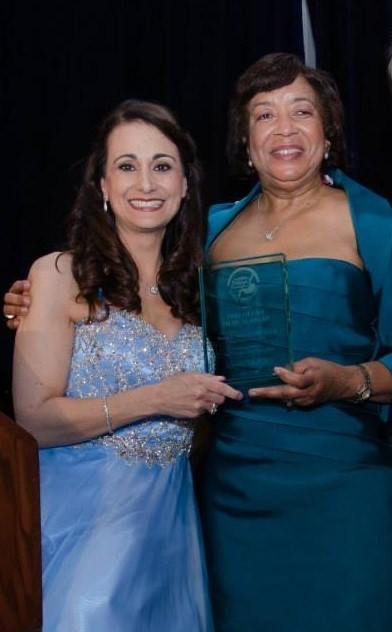 DDF President and Founder Debbie Zelman and Dr. Mitchell receiving the Medical Tree of Life Award in 2015.