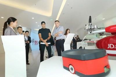 Rivaldo visiting JD high-tech exhibition area