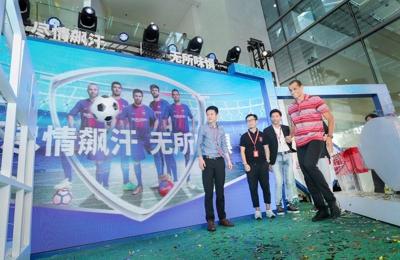 Rivaldo participating Sodoku football PK with JD senior leaders