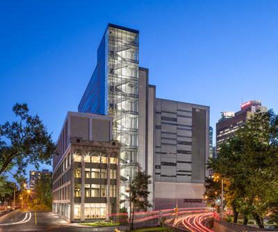 Ouverture officielle du Centre de données de Montréal : le seul centre de données spécialisé et autonome du centre-ville (Stephan Poulin, photographe) (Groupe CNW/Fonds immobilier de solidarité FTQ)