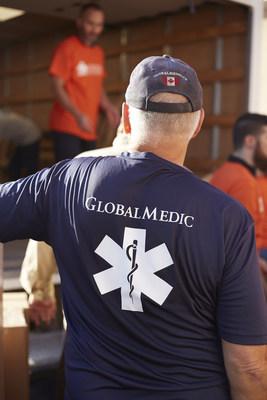 Les bénévoles de GlobalMedic et de Sunwing chargent des boîtes d'aide humanitaire dans un camion., lesquelles seront ensuite transportées par avion Sunwing à Varadero, Cuba. (Groupe CNW/Sunwing Foundation)