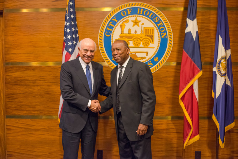 BBVA Executive Chairman Francisco González, left, greets Houston Mayor Sylvester Turner at City Hall on Friday. He gave a message of solidarity on behalf of the entire BBVA Group.