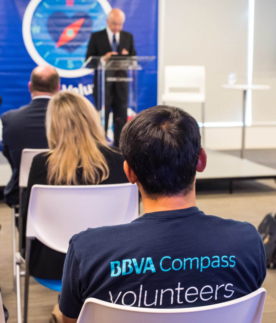 BBVA Executive Chairman Francisco González, at podium, met with employees at BBVA Compass Plaza during his visit to Houston and thanked everyone for their efforts to alleviate the impact of Harvey.