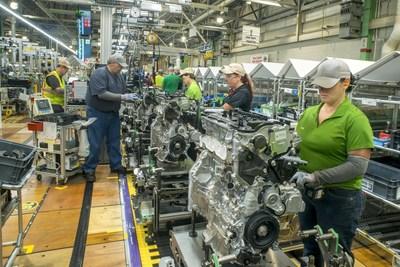 """""""La inversión de $373.8 millones en cinco fábricas norteamericanas que apoyarán la producción de su primer tren motriz híbrido hecho en los Estados Unidos, como la planta de Toyota en Virginia Occidental, donde los miembros del equipo fabricarán el transeje híbrido""""."""