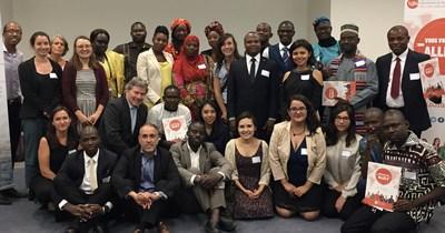 Les participants internationaux de la délégation jeunesse de LOJIQ au Colloque international sur la sécurité alimentaire et la nutrition (Groupe CNW/Les Offices jeunesse internationaux du Québec)