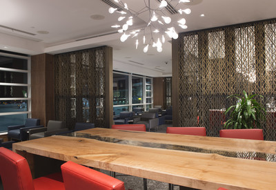 Air Canada Unveils New Vancouver International Maple Leaf Lounge Showcasing BC and Canadian Design and Artwork (CNW Group/Air Canada)